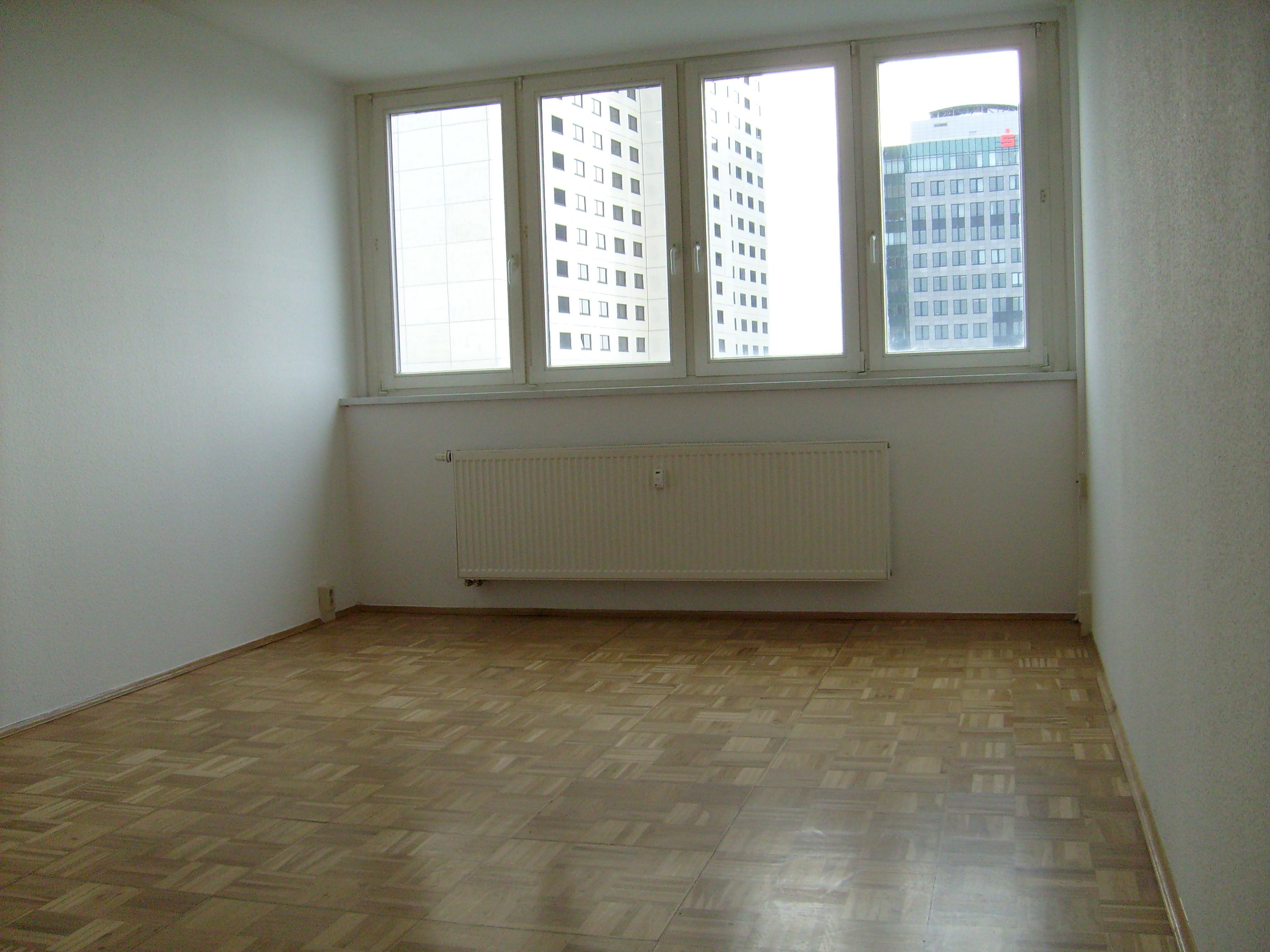 2 zimmer wohnung 50 qm zentrale lage ganz oben. Black Bedroom Furniture Sets. Home Design Ideas